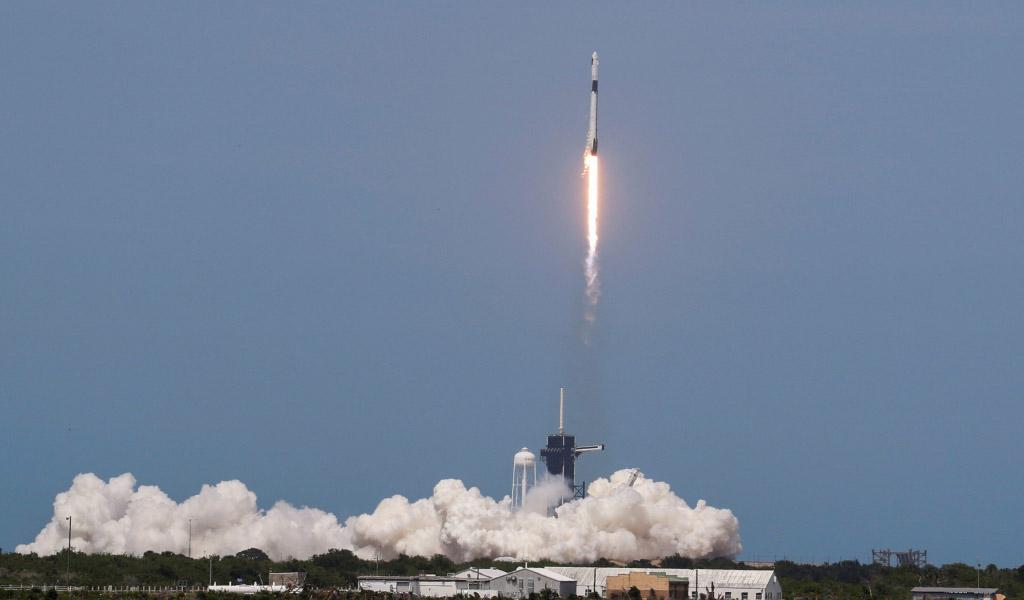 Misión de SpaceX y la NASA: la cápsula Crew Dragon se acopla con éxito en la Estación Espacial Internacional