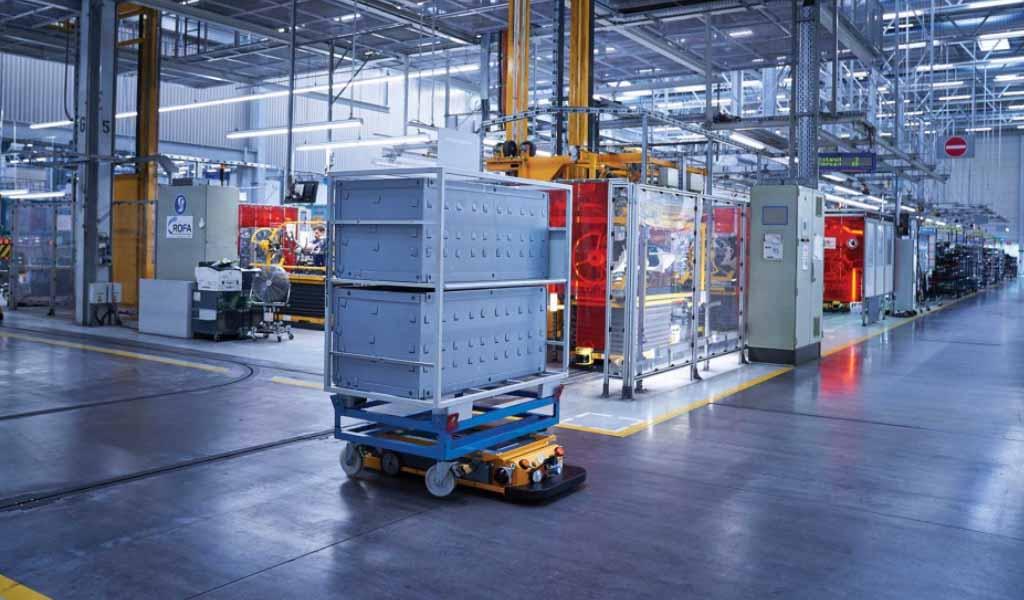 El papel de los robots móviles en el 'viaje' de un producto dentro de una fábrica inteligente